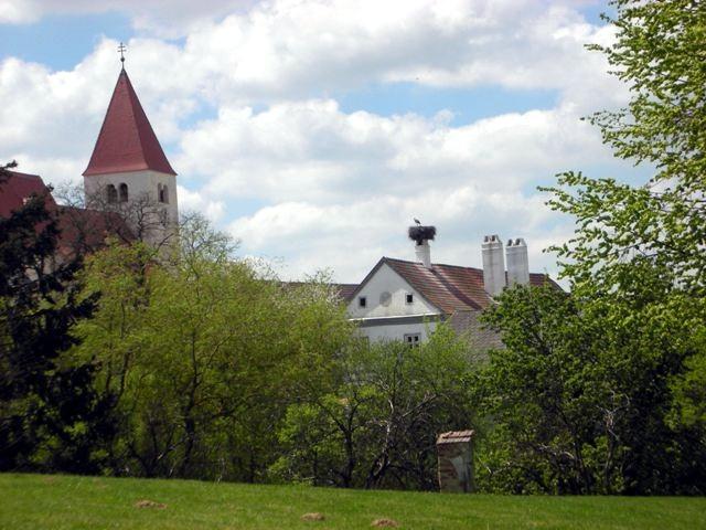 Kirche mit Pfarrhof