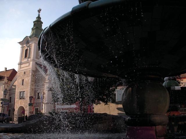 Altes Rathaus mit Hundertwasserbrunnen