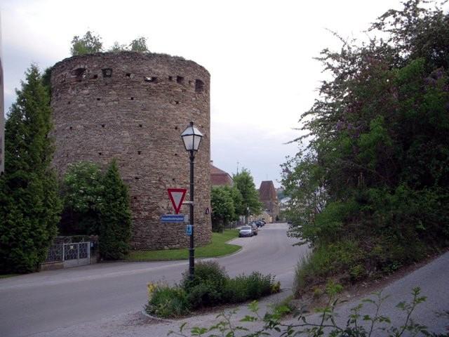 Kesselbodenturm - im Hintergrund der Antonturm