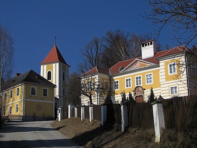 Pfarrhof und Glockenturm