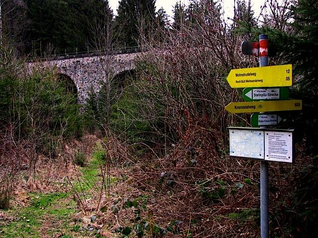 Beim Bahnviadukt