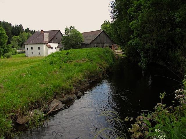 Der Mühlbach mit Ringmühle