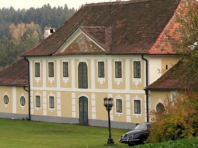 Beim Schloss Rosenau