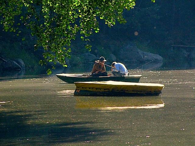 Fischer in ihrem Boot