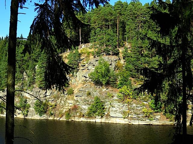 Steiles Felsenufer