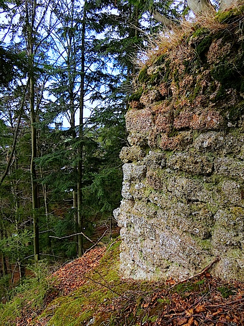 gut erhaltener Mauerrest