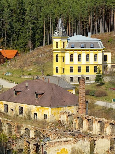Fabrik mit Villa