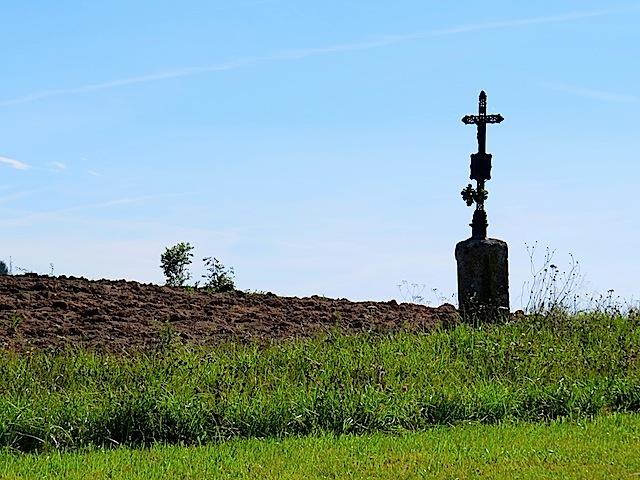 Eisenkreuz am Feldrain
