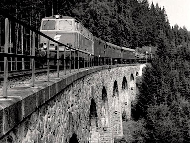 Viadukt Diesellok 2143