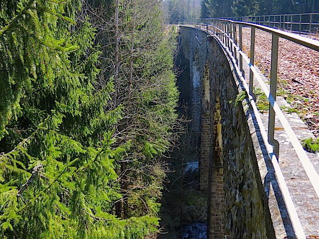 Das Kremstalviadukt beim Weyrerteich (1)