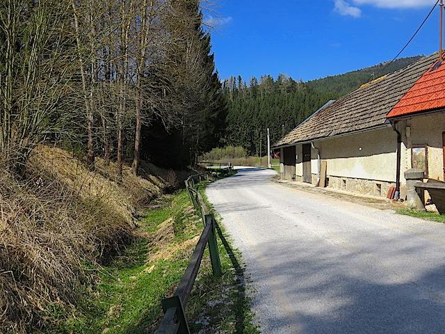 Links der Mühlbach