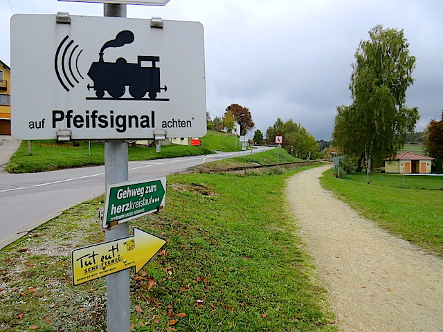 Bei der Bahn rechts