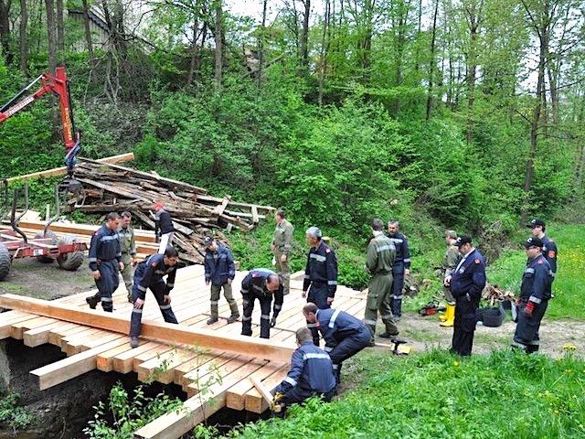Neue Holzbrücke