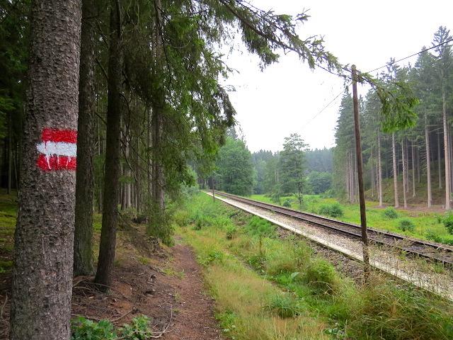 Neben der Eisenbahn