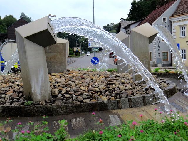 Kreisverkehr mit Brunnen